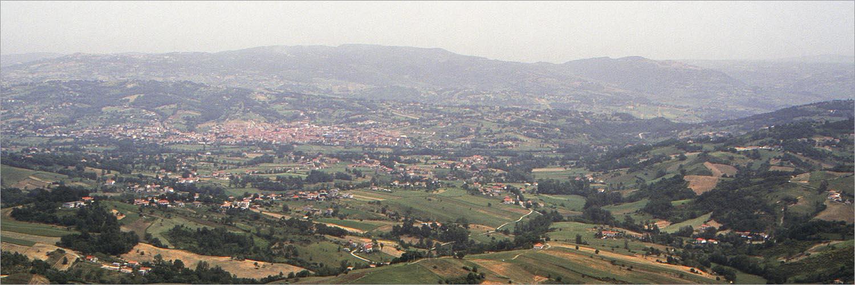 Lioni, Campania, in een landschap als een lappendeken.