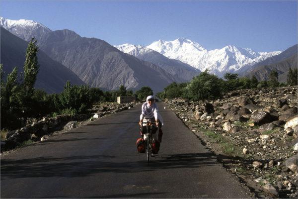 Fietsen Karakoram Highway met Nanga Parbat