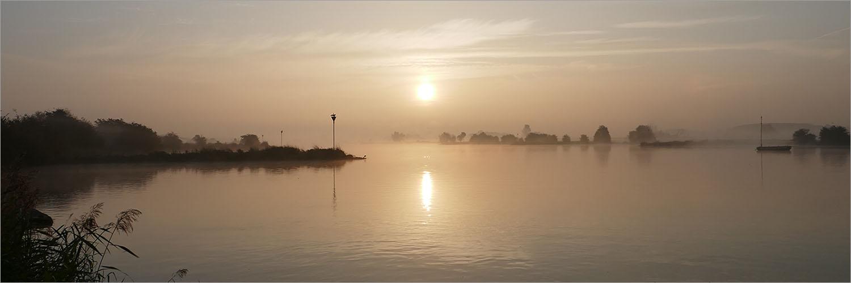 De Nederrijn in magisch ochtendlicht