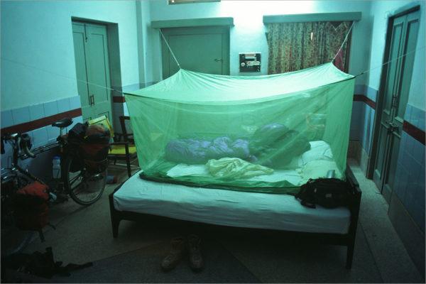 Muskietennet op een hotelkamer in Multan, Pakistan.