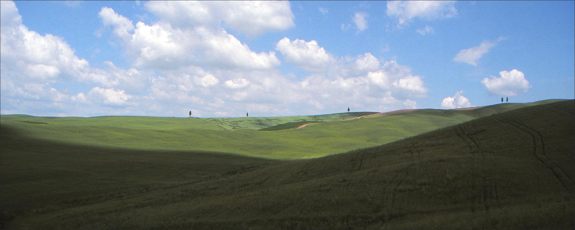 In Toscana wordt een eenvoudige heuvel een heel landschap.
