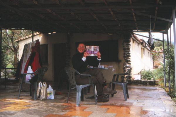 Schuilen op Les Arches. 'De Quincunx' was onze vriend in de regen.