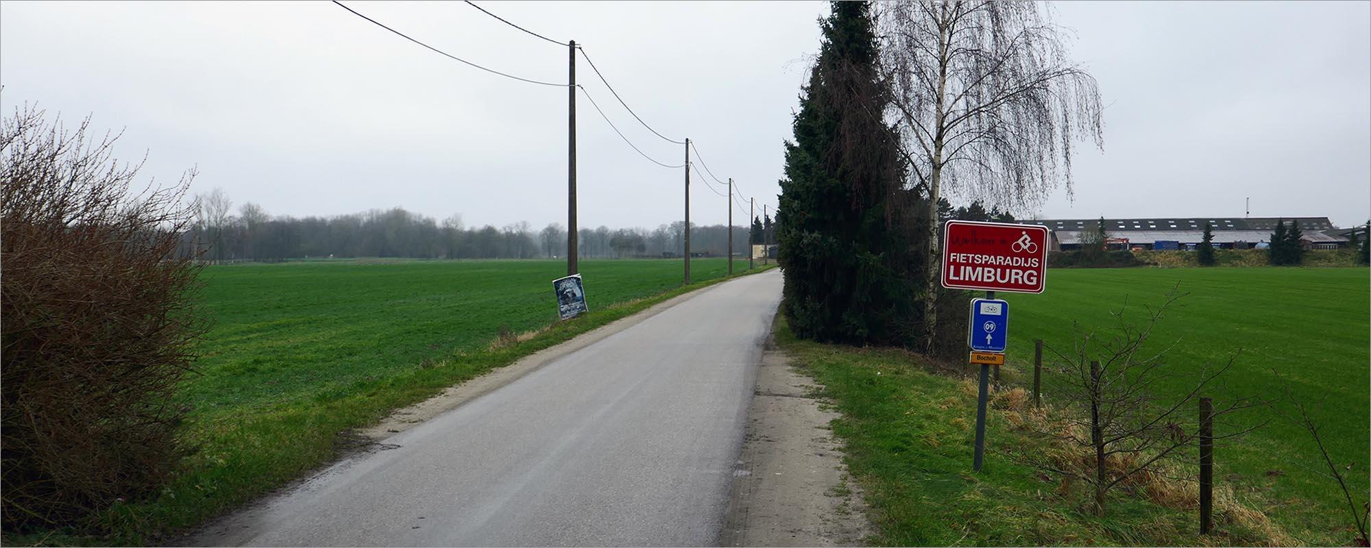 Een fietsbord als grensbord, hoeveel beter wil je het als fietser hebben...