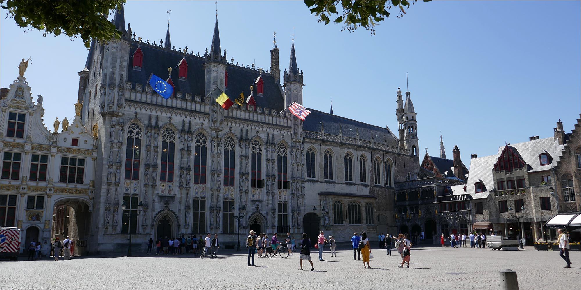 Stadhuis van Brugge, fietsen in Vlaanderen