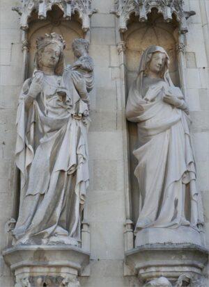 Beelden van het stadhuis van Brugge